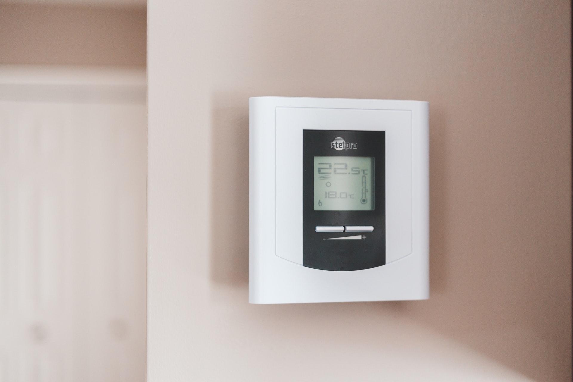 人が快適に感じる室温とは?冷暖房の設定温度や人が温度を感じる仕組みを解説